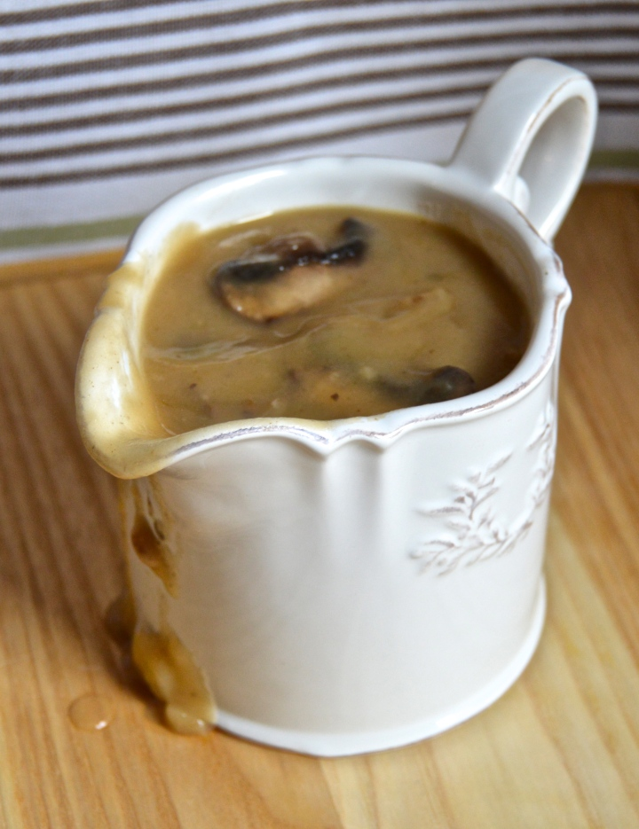 Rich Brown Gravy with Mushrooms (meat-free)