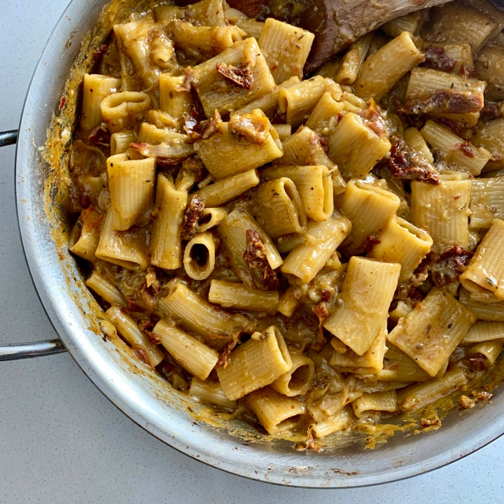 One-Pot Sun-Dried Tomato Rigatoni (vegan)